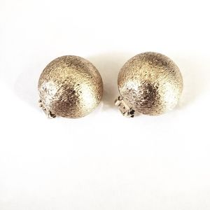 Vintage Round Gold Tone Earring Clip